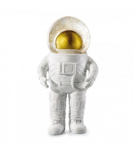 The Giant Astronaute Summerglobe